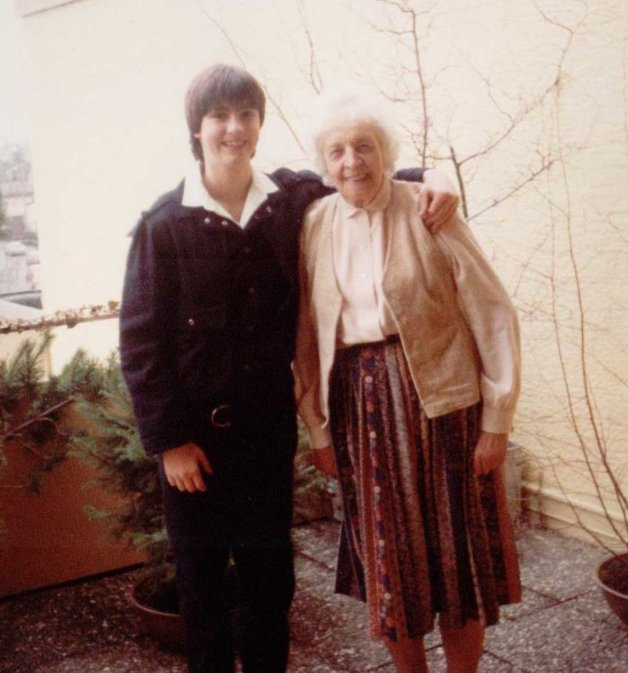 1985 – Com a avó