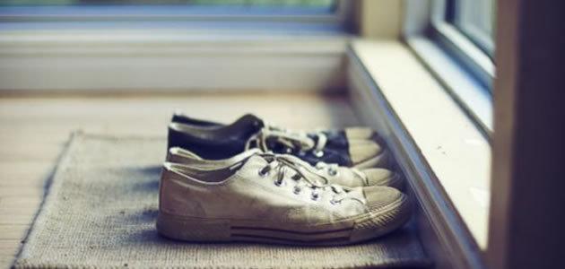 Saiba o que acontece quando se entra em casa de sapato