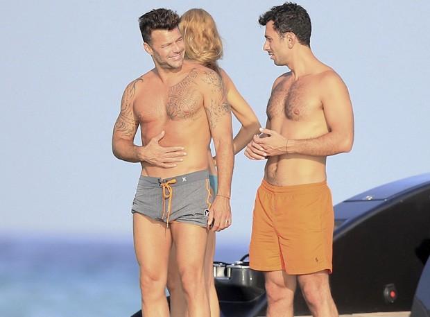 Ricky Martin ao lado do namorado o artista plástico sueco Jwan Yosef,