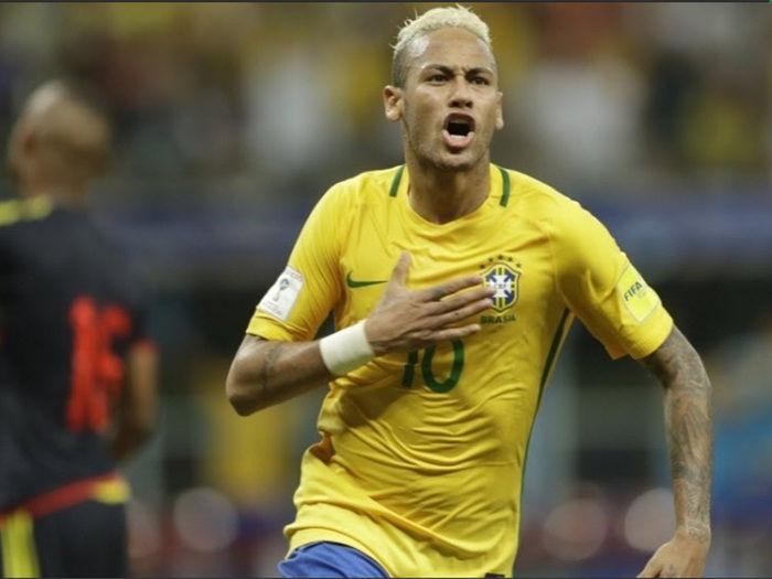 Neymar de bem com a torcida (Crédito: Uol)
