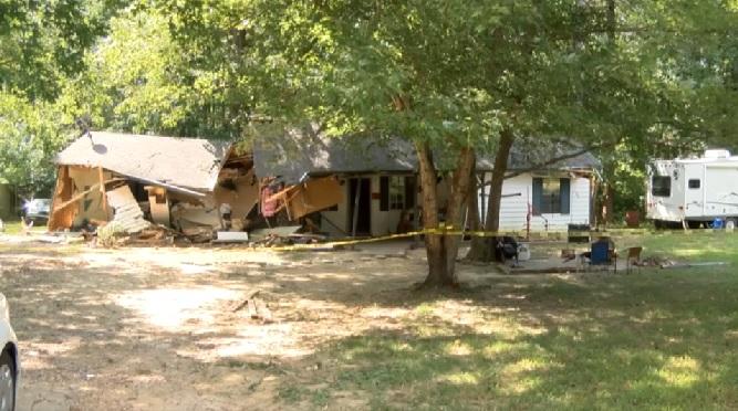 Casa foi demolida por trator após briga (Crédito: Divulgação/Tipton County Sheriff)