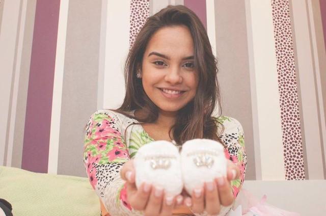 Ana Beatriz Cisneiros, ex-'Gente Inocente',exibe barriga de grávida (Crédito: Reprodução)