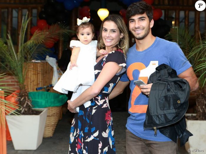 Deborah Secco, Hugo Moura e Maria Flor (Crédito: Agnews)