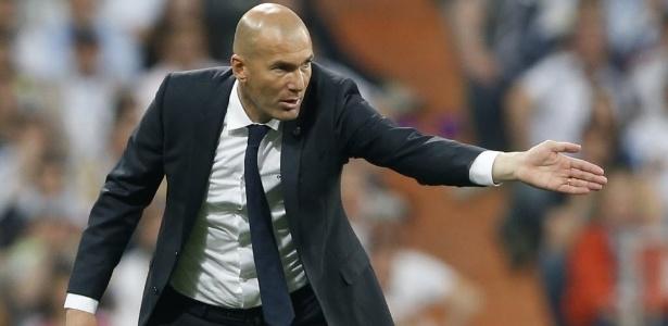 Real Madrid, de Zidane, só poderá contratar novamente em janeiro de 2018 (Crédito: Reuters)