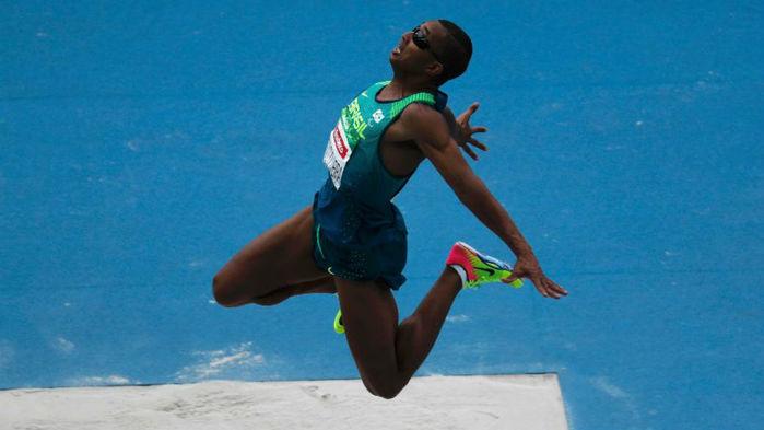 Ricardo Oliveira conquistou o ouro no salto em distância na Paraolimpíada (Crédito: Reuters)