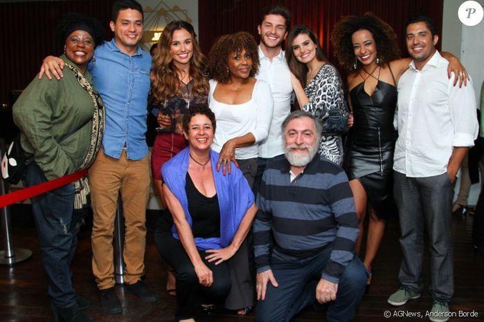 Camila Queiroz e Klebber Toledo vão a show após assumirem namoro (Crédito: Anderson Borde)