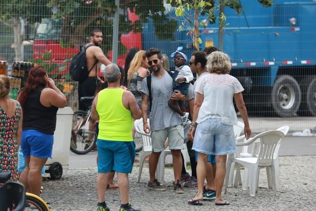 Bruno Gagliasso aproveita feriado e passeia com a filha no Rio (Crédito: Agnews)