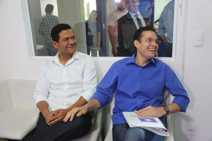 Luciano Leitoa ao lado de Alexandre Almeida (Crédito: Efrém Ribeiro)