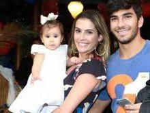 Deborah Secco e Hugo postam vídeo da filha falando pela 1ª vez