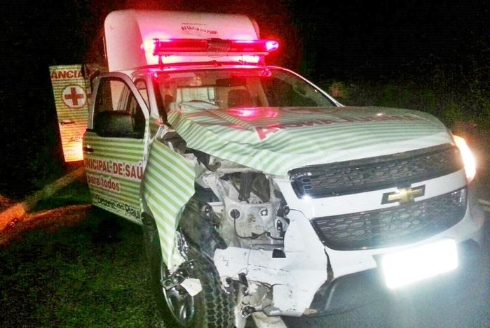 Ambulância envolvida no acidente é da prefeitura de Betânia do Piauí (Crédito: Cidadesnanet)