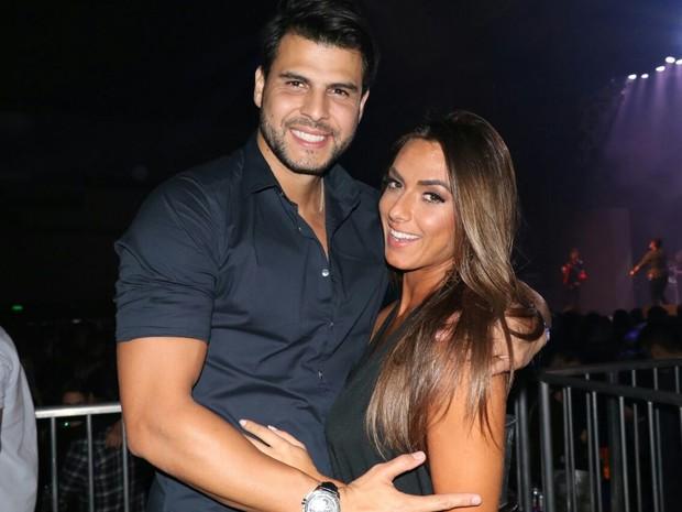 Marcelo Bambi e Nicole (Crédito: Divulgação)