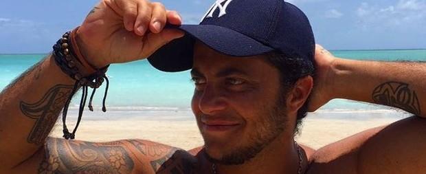Thammy Miranda se exibe sem camisa: '2017 pode vir quente'
