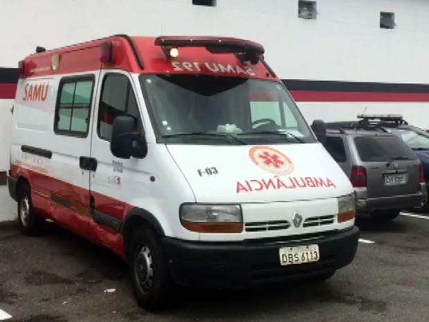 Ambulância ficou avariada (Crédito: Reprodução)