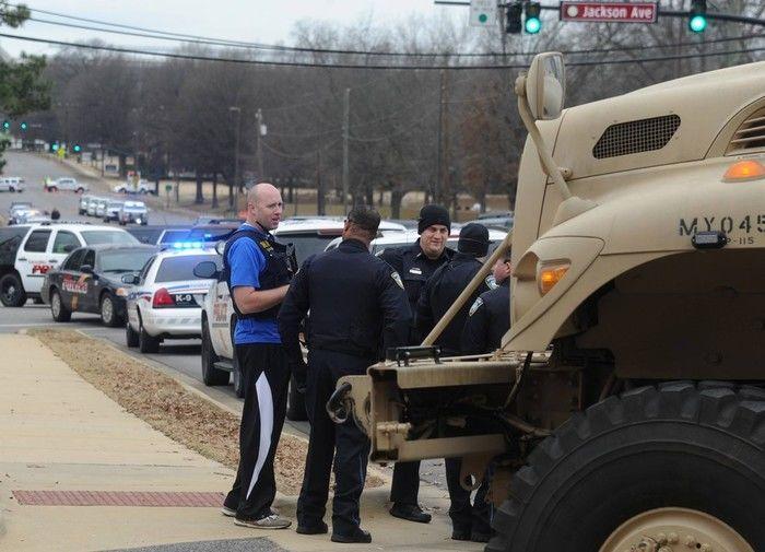 Homem armado foi preso após fazer reféns na Universidade do Alabama, nos EUA (Crédito: AFP)