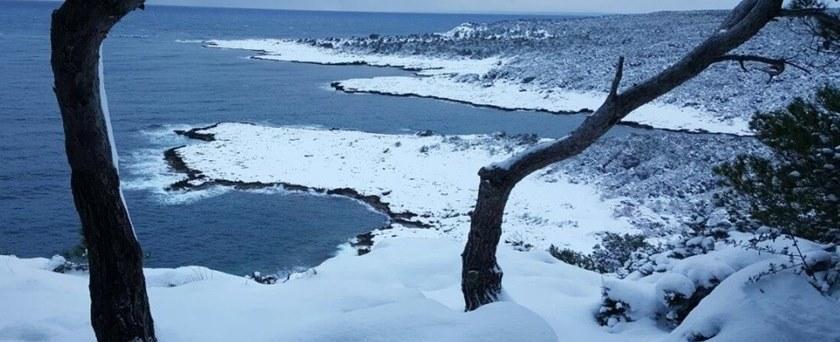 Neve de dois dias em praia confirma profecia sobre o fim do mundo