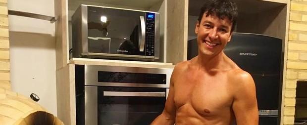 Rodrigo Faro exibe boa forma e fãs vão à loucura: 'Sem cueca?'
