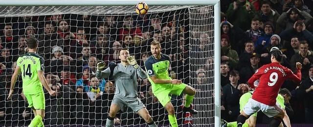 Em grande jogo, Ibra iguala tudo no fim contra o Liverpool