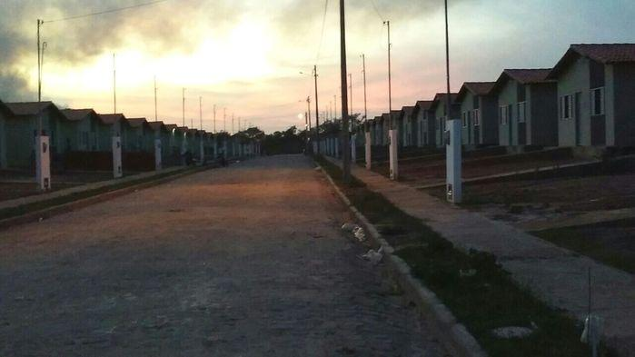 Casas estão sendo apedrejadas e arrombada por vândalos