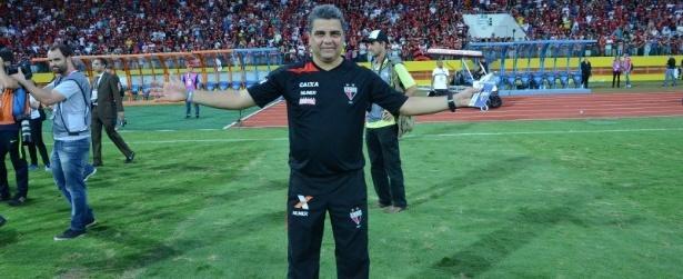 Técnico do Atlético-GO reaparece em seu prédio após sumiço