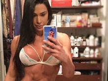 Em selfie em frente ao espelho, Gracyanne  Barbosa exibe boa forma
