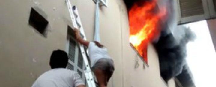 Eletricista salva 4 crianças de apartamento em chamas; vídeo