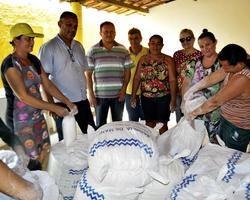 Prefeitura de Vila Nova entrega alimentos do Compra Direta