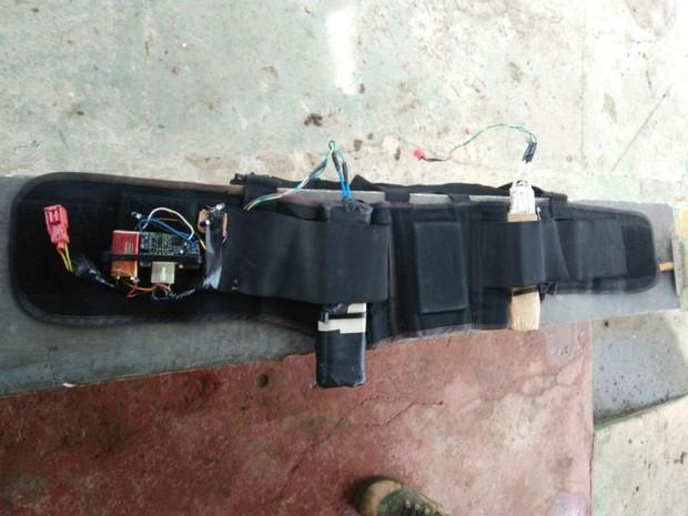 Bandidos usam cinto com explosivos para manter família refém (Crédito: Divulgação)