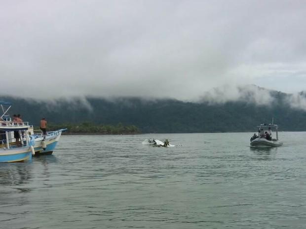 Destroços do avião no mar do Rio (Crédito: Reprodução)