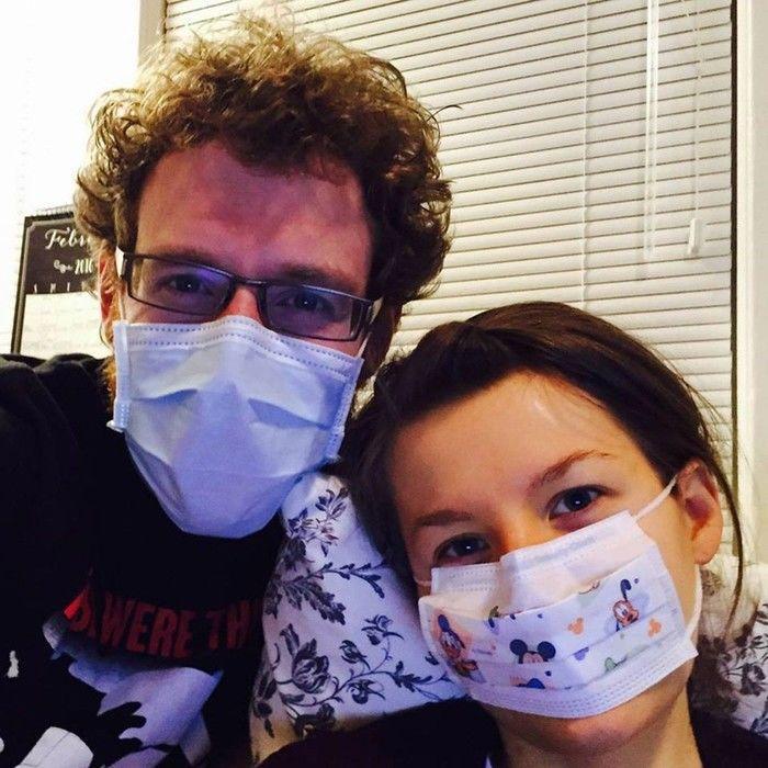 Mulher alérgica ao marido não pode dividir um cômodo com ele