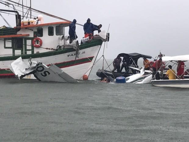 Destroços do avião são retirados (Crédito:  Marcos Landim/TV Rio Sul)