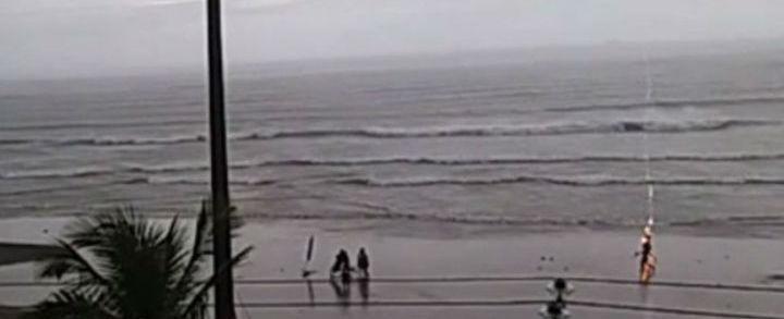 Vídeo mostra momento em que turista é ferida por raio no litoral