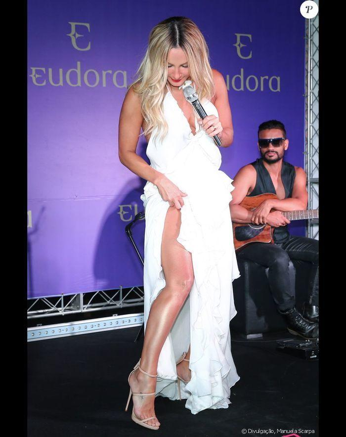 Claudia Leitte lança linha de cosméticos em Salvador