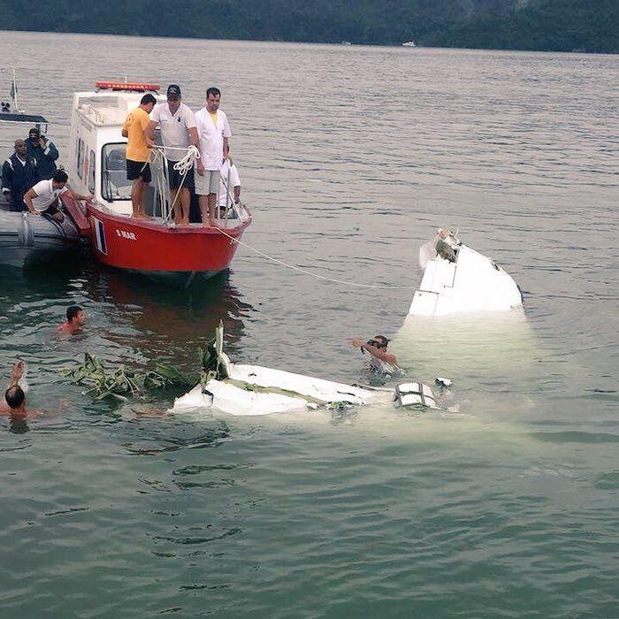 Destroços do avião que caiu em Paraty
