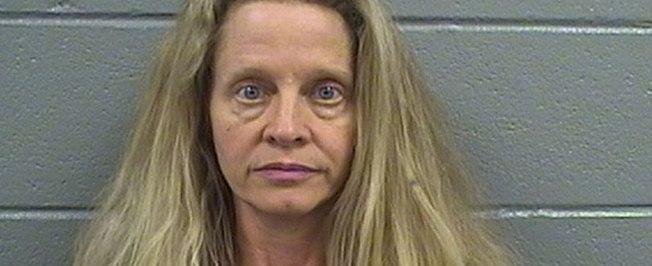 Mulher é presa por abusar sexualmente de menor e dar maconha