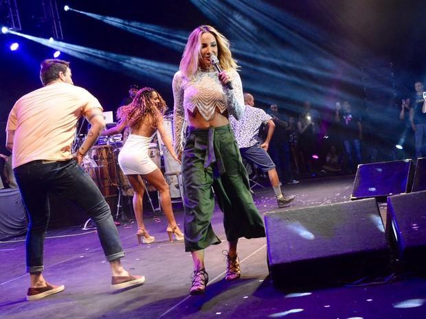 Claudia Leitte vai até o chão em show de Léo Santana (Crédito: André Carvalho/ Ag. Haack)