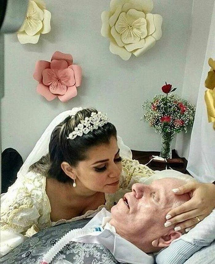 Noiva decidiu casar no hospital para que pai estivesse na cerimônia