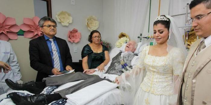 Filha casa em hospital para pai poder participar de cerimônia