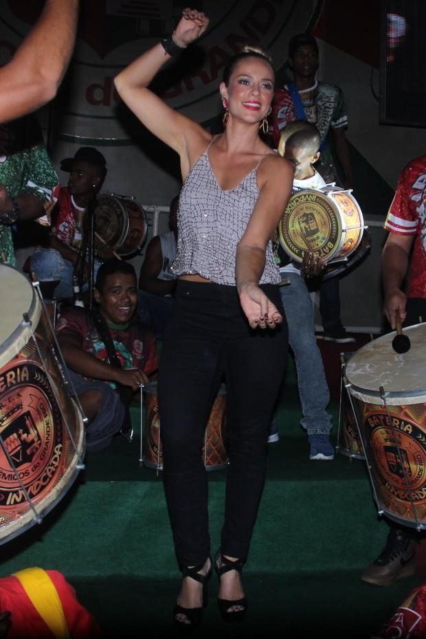 Paolla Oliveira vai ao ensaio da Grande Rio e cai no samba (Crédito: Rodrigo dos Anjos/Agnews)