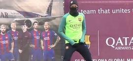 Neymar dança para driblar o frio da Espanha; assista ao vídeo