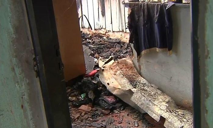 Homem incendeia própria casa e mata esposa e a filha de 1 ano