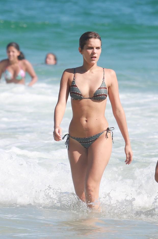 Isabella Santoni em praia (Crédito:  Ag. News)