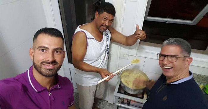 Foto de pastor Valdemiro poucos dias após ataque gera comentários nas redes sociais