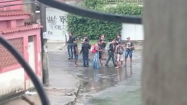 Grupo de onze bandidos é flagrado perto de centro da Marinha  (Crédito: Reprodução)
