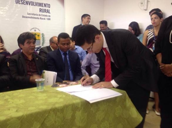 Secretário Daniel Oliveira assina autorização para construção de nova unidade prisional em Oeiras