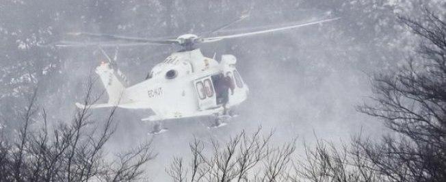 Helicóptero que fazia resgate de hotel soterrado cai na Itália