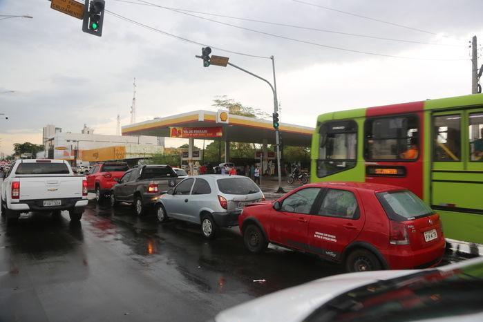 Quatro carros colidem na avenida Frei Serafim (Crédito: Efrém Ribeiro)