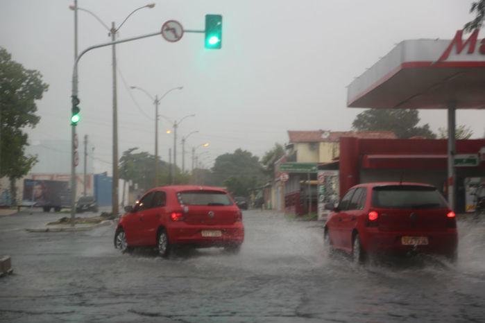 Fortes chuvas causam prejuízos nas ruas de Teresina (Crédito: Efrém Ribeiro)