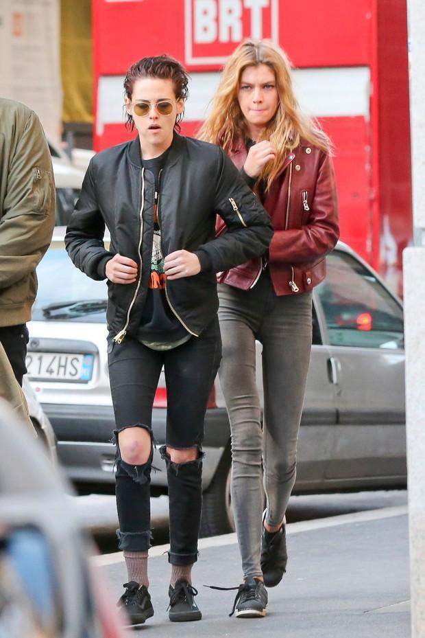 Kristen Stewart e Stella Maxwell (Crédito: Reprodução)