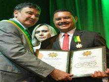 Vereador Carlos Aberto recebe medalha do mérito renascença