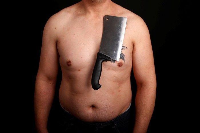 """""""Homem-imã"""" consegue deixar objetos presos ao corpo"""